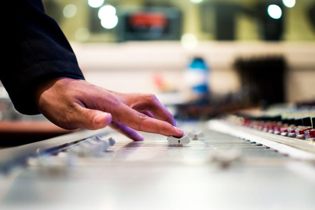 ピラティスに効果的な音楽って?BGMとエクササイズの関係をご紹介!